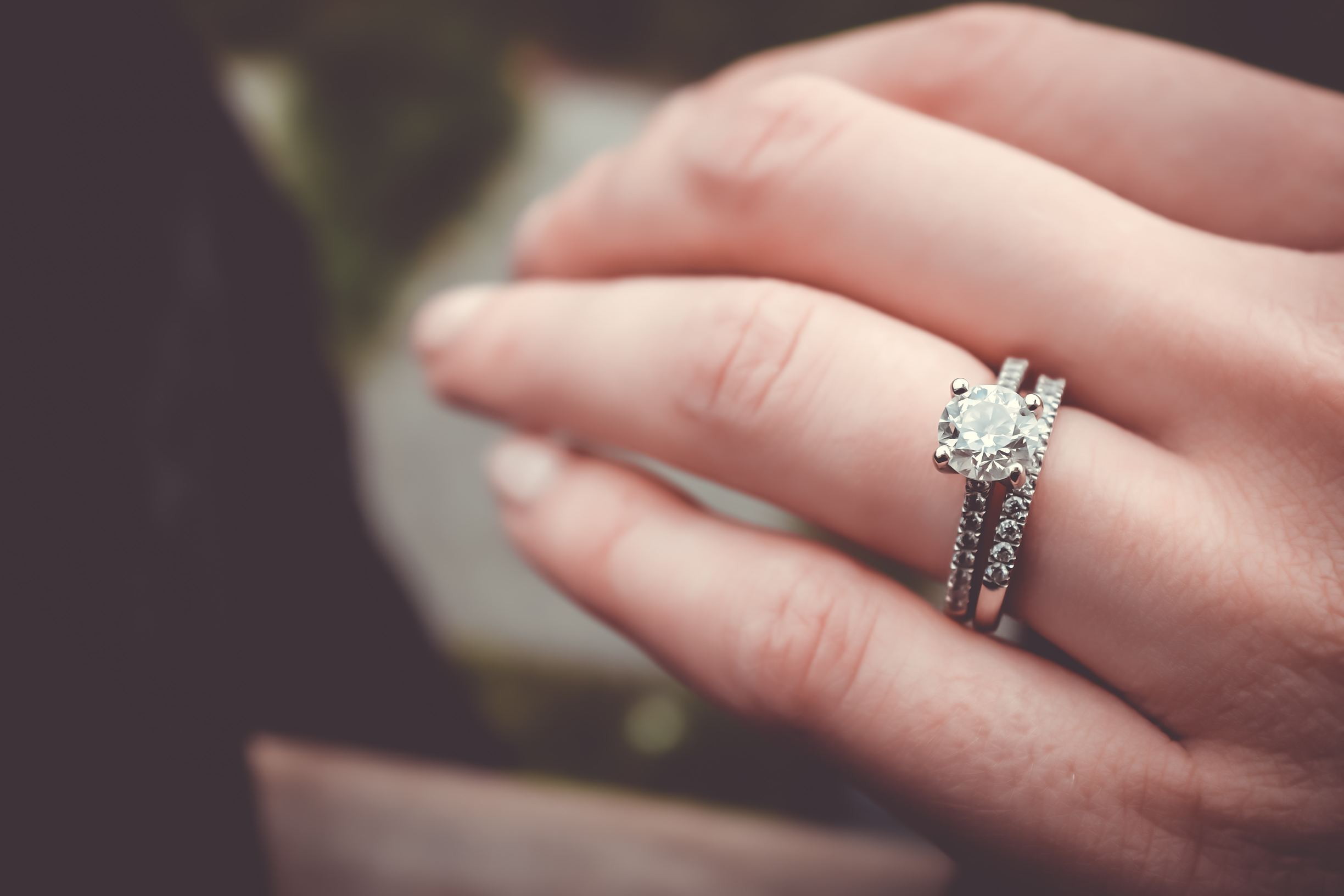 10 Great Reasons to choose a Second-Hand Engagement Ring - Escrow.com